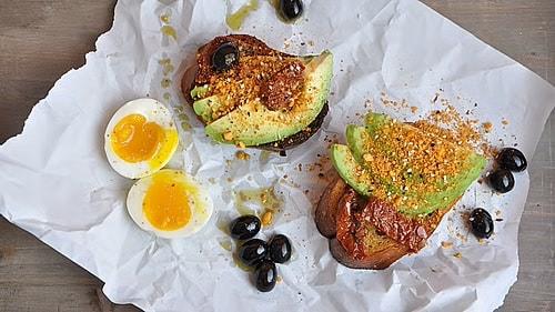 avocado-brot-mit-dukkah-ducca-rezept-rimoco-16x9