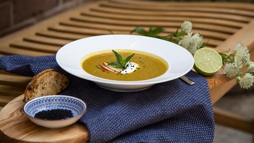 kartoffel-linsen-suppe-mit-harissa-rimoco-16x9-500px