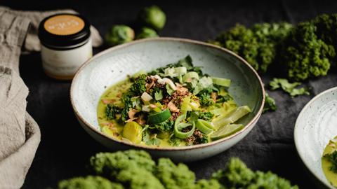 gruenes-thai-curry-rezept-kardamom-rimoco-gewuerze-16x9_480x270