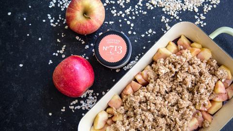 apple-crumble-mit-gluehwein-gewuerz-rezept-rimoco-16x9_480x270