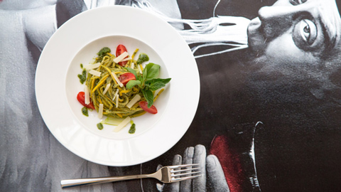 zoodles-zucchini-spaghetti-zitronensalz-rimoco-16x9_480x270