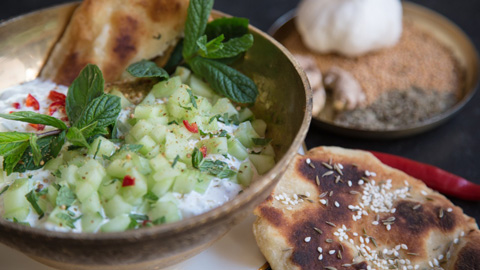 raita-salat-bio-tellicherry-pfeffer-naan-brot-rimoco_480x270