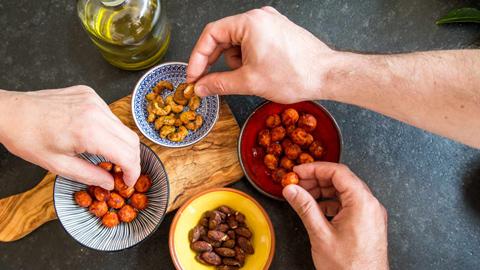 gewuerznuesse-indisches-curry-macadamia-cashew-rimoco-480x270