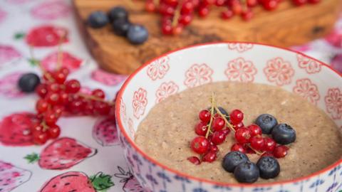 fruechte-porridge-ayurveda-fruehstueckszauber-16x9_480x270