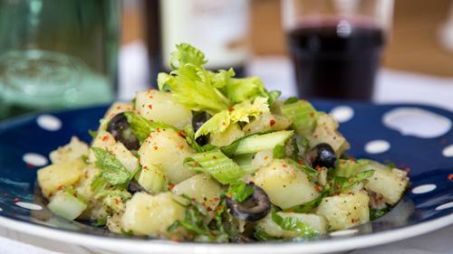 sellerie-salat-mit-kartoffeln-und-piment-d-espelette-rimoco-16x9-500px