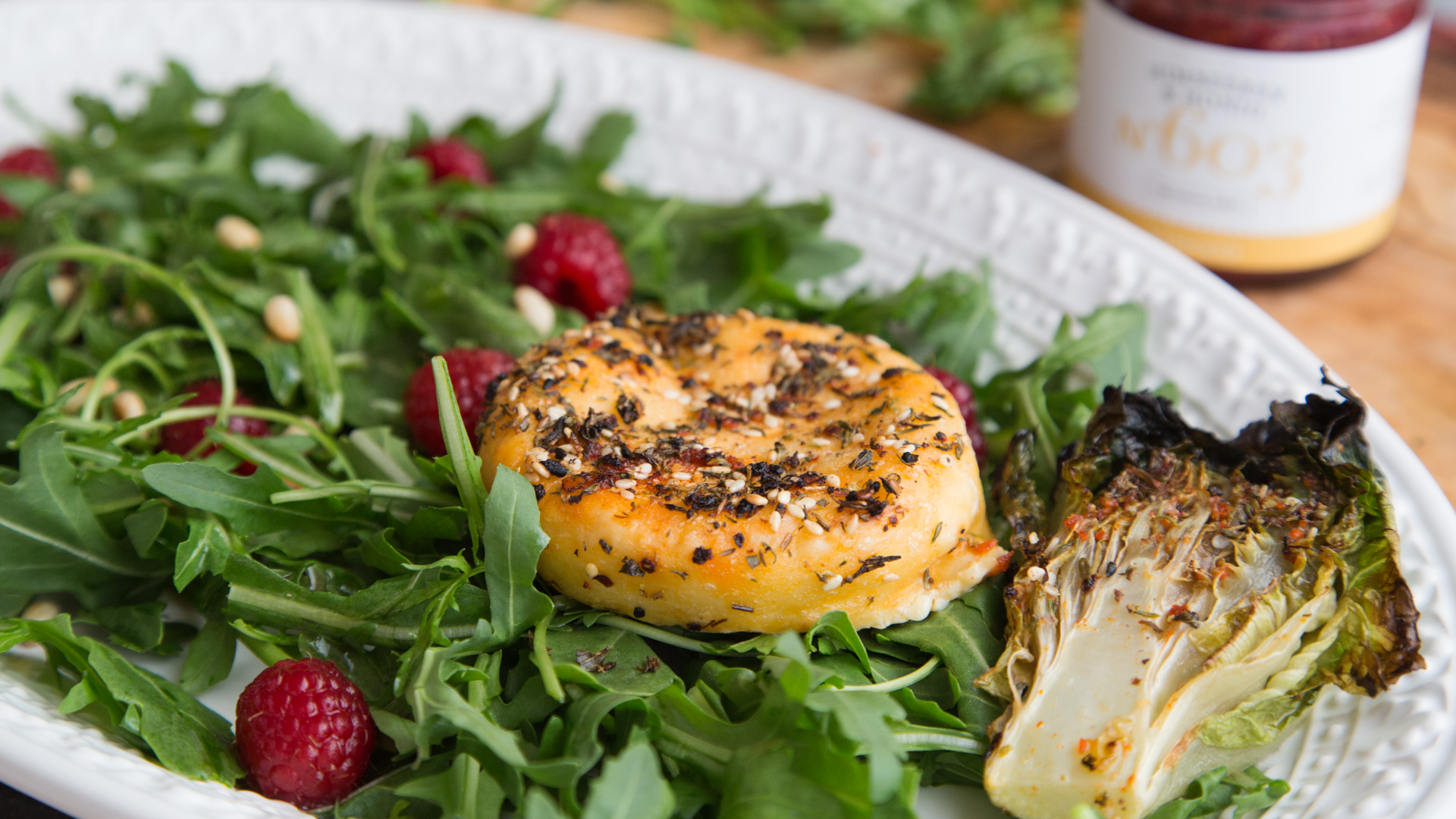 halloumi-mit-himbeer-rucola-salat-honig-rimoco-16x9