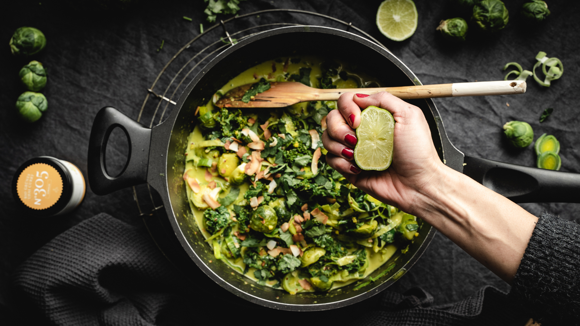 gruenes-thai-curry-rezept-305-limette-rimoco-gewuerze16x9